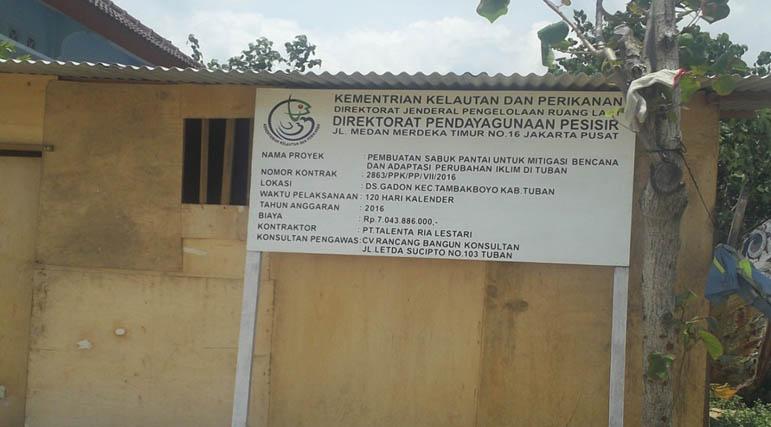 Papan proyek dan kantor Direksi Proyek sabuk pantai ,Desa Gadon Kecamatan tambak boyo,kabupaten Tuban, jawatimnur.