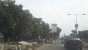 Proyek pembangunan Saluran dan Trotoar Jalan Pahlawan, Pemenang PT.Ardi Tekindo Perkasa, Nomor kontrak 602/6548/417.303/2016, Nilai kontrak Rp 27.414.900.000,-, dengan masa pelaksanaan 95 hari terhitung kalender.